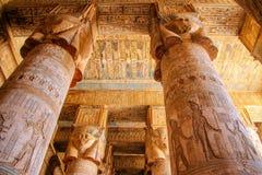 Красивый интерьер виска Dendera или виска Hathor Красочный зодиак на потолке старого стоковое фото rf