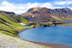 Красивый исландский ландшафт Озеро кратера Ljotipollur Заповедник Fjallabak Стоковое фото RF