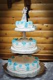 Красивый и естественный свадебный пирог лаванды Стоковые Изображения