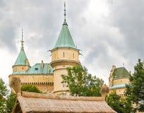 Красивый и известный замок Bojnice в Словакии Стоковое Фото