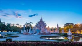 Красивый и изумительный белый висок искусства на Wat Rong Khun Chiang Rai, Таиланде это туристское назначение стоковая фотография