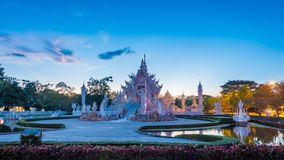 Красивый и изумительный белый висок искусства на Wat Rong Khun Chiang Rai, Таиланде это туристское назначение стоковое изображение rf