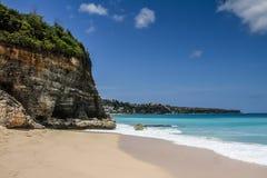 Красивый и пустой Dreamland пляж-Бали, Индонезия Стоковое Изображение