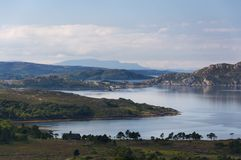 Красивый и спокойный ландшафт озера в гористых местностях Шотландии, Великобритании Стоковое Изображение