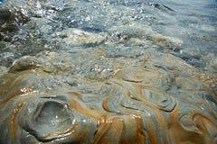 Красивый камень в воде моря Стоковые Фотографии RF