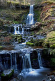 Красивый каскадируя водопад, Nant Bwrefwy, верхнее Blaen-y-Glyn Стоковые Фотографии RF