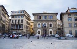 Красивый квадрат Santa Croce в городе Флоренса - ФЛОРЕНСА/ИТАЛИИ - 12-ое сентября 2017 стоковая фотография