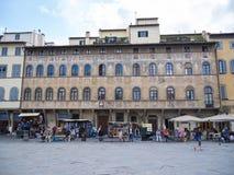 Красивый квадрат Santa Croce в городе Флоренса - ФЛОРЕНСА/ИТАЛИИ - 12-ое сентября 2017 стоковое фото rf