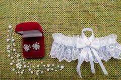 Красивый комплект аксессуаров свадьбы ` s женщин Утро ` s невесты Стоковые Фотографии RF