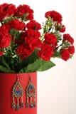 Красивый комплект цветков и серег Стоковое Изображение RF