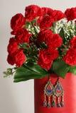 Красивый комплект цветков и серег Стоковые Изображения RF