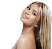 Красивый конец портрета белокурых волос стороны женщины вверх по студии на белых длинных волосах Стоковые Фотографии RF