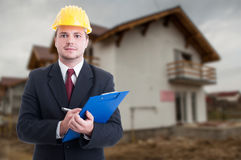 Красивый контролер конструкции на строительной площадке Стоковая Фотография RF