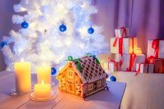 Красивый коттедж пряника для рождества Стоковая Фотография