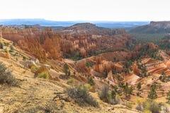 Красивый красный утес hoodoos взгляд от пункта захода солнца, каньона Bryce Стоковые Фотографии RF