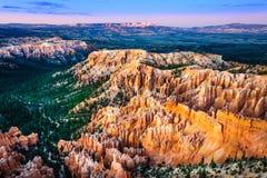Красивый красочный ландшафт захода солнца на каньоне Bryce, США Стоковые Изображения