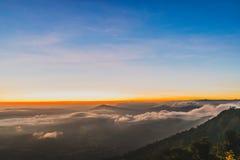 Красивый красочный восход солнца неба & горы на Phurua Стоковое фото RF