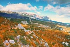 Красивый красочный фланк осени холма стоковые изображения rf