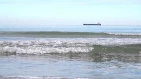 Красивый ландшафт берега моря во время отлива в сезоне осени видеоматериал