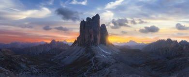 Красивый ландшафт в Италии на заходе солнца стоковые изображения rf