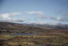Красивый ландшафт горы с озером в расстоянии Горы осени в Норвегии Стоковое Фото