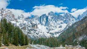 Красивый ландшафт зимы высокогорных гор Стоковые Фото