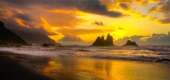 Красивый ландшафт моря, заход солнца над атлантическим пляжем стоковые фотографии rf