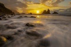 Красивый ландшафт моря, заход солнца над атлантическим пляжем стоковое изображение