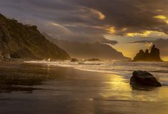Красивый ландшафт моря, заход солнца над атлантическим пляжем стоковое фото rf