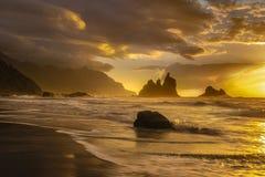 Красивый ландшафт моря, заход солнца над атлантическим пляжем стоковые изображения rf