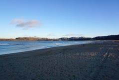 Красивый ландшафт моря Barents на ледовитом побережье в Te Стоковые Фотографии RF