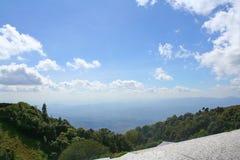 Красивый ландшафт на национальном парке Doi Inthanon в Чиангмае, верхняя самая высокая гора Таиланда стоковое изображение rf