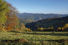Красивый ландшафт осени гор Gorce Стоковое Изображение