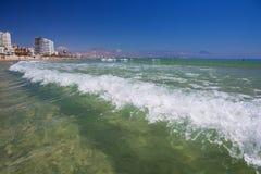Красивый ландшафт пляжа Сан-Хуана около Аликанте в Испании стоковое изображение rf