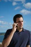 красивый латинский телефон человека Стоковое Изображение RF