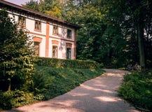Красивый маленький сельский дом стоковое фото rf