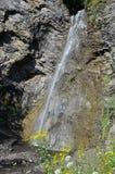 Красивый малый водопад в ущелье, Itum-листовая капуста, Чечня, Россия Стоковое Изображение RF