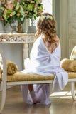 Красивый маленький ангел с сидеть крылов Стоковая Фотография