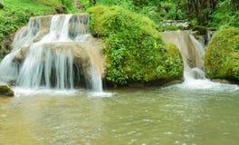 Красивый малый водопад в Таиланде Стоковое Изображение RF