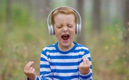 Красивый мальчик кричащий Стоковое Изображение RF