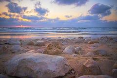 Красивый мечтательный заход солнца над морем Стоковое Изображение RF