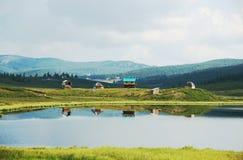 Красивый мирный ландшафт с домом Стоковые Изображения RF