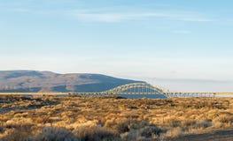 Красивый мост через Реку Колумбия в сезоне зимы, WA Стоковые Изображения RF