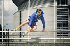 Красивый молодой спортсмен скача над загородкой Стоковая Фотография RF