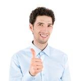 Красивый молодой человек давая большой палец руки вверх стоковое фото