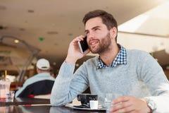 Красивый молодой человек в кафе Стоковые Фото