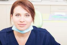 Красивый доктор дантиста женщины или женщины Стоковые Фото