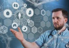 Красивый доктор и виртуальный компьютер взаимодействуют в иллюстрации 3D Стоковая Фотография RF