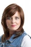 Красивый онкологический больной женщины среднего возраста с париком Стоковые Фотографии RF