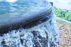 Красивый орнаментальный фонтан в открытом саде Стоковое Изображение